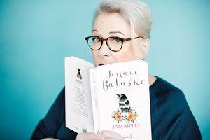 Josiane Balasko publie  <i>Jamaiplu</i>, un recueil de contes.