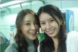 Yoon Ji-oh (à droite) est l'un des témoins clé de l'affaire Jang Ja-yeon (à gauche).
