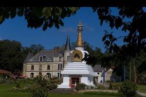 Le grand Tcheuten et le château à La Boulaye.