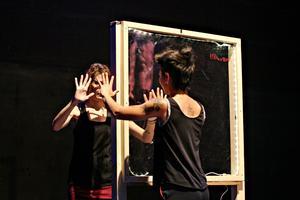 «Le tableau est un miroir de réflexion et de la folie de R.», explique Marion Bignardi.