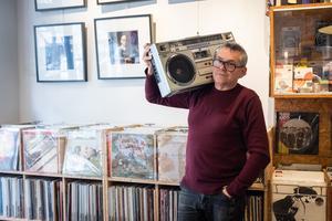 En plein cœur des Batignolles (XVII <sup>e</sup>), à deux pas du square du même nom, Jacques Pellet vit sa passion du vinyle avec All Access.