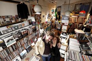 Chez Balades Sonores (IX <sup>e</sup>), amour et vinyle sont le sel du bonheur de Thomas Changeur et Esther Marti.