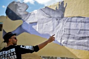 JR prépare une grande fresque d'habitants de Cuba.