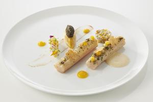 Omble chevalier confit, endive et caviar.