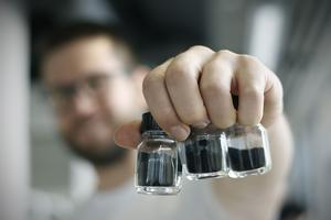 Créée par Matija Gatalo, cette poudre noire pourrait jouer un rôle important dans la réduction des émissions de gaz à effet de serre.