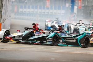 Abt (Audi) et Evans (Jaguar) au coude à coude.