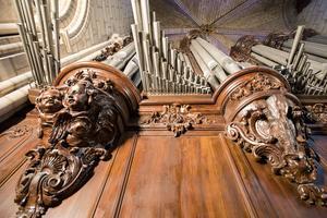 Quelques-unsdes huit mille tuyaux dugrand orgue.