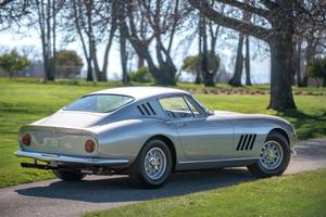 Ce modèle au cheval cabré a été produit à 450 unités de 1964 à 1968.