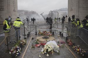 La tombe du Soldat inconnu dégradée lors de la manifestation des «gilets jaunes» du 1er décembre à Paris.