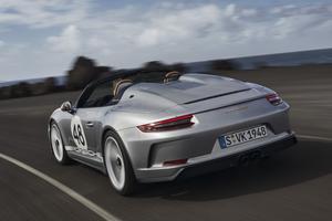 Les freins PCCB (Porsche Ceramic Composite Brake) sont fournis de série.