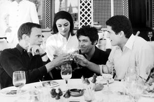 Claude Lelouch, à droite, avec Jean-Louis Trintignant et Anouk Aimée, sur le tournage d'«Un homme et une femme», en 1966.