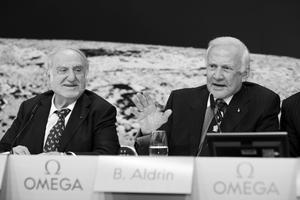 Nicolas G. Hayek (qui racheta Omega au début des années 1980) et Buzz Aldrin en 2009.