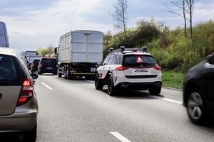 Intelligent, le concept ESF se décale dans le trafic pour éviter les collisions par l'arrière.