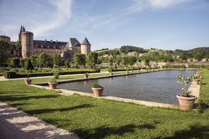 Vue sur le château et les jardins de Bournazel.