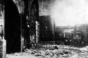 Intérieur de l'église d'Oradour-sur-Glane, où furent enfermés les femmes et les enfants, avant que les SS n'y mettent le feu le 10 juin 1944.
