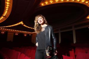 La pétulante Julie Ferrier au Théâtre de l'Atelier (XVIII <sup>e</sup>).