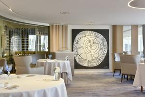 Le restaurant La Vague d'Or de l'hôtel Cheval Blanc.