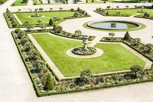Le jardin à la française s'étend sur plusieurs hectares.