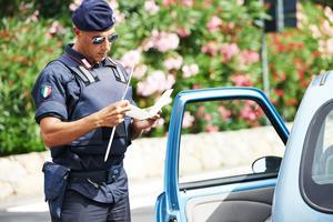 L'accès aux informations ne concerne pas l'auteur de l'infraction, mais le titulaire de la carte grise de la voiture, ou de la moto, avec lequel une infraction aurait été commise.