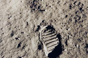Empreinte de l'un des premiers pas sur la Lune.