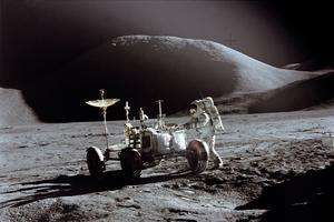 L'astronaute Jim Irwin et le LRV le 31 juillet 1971 dans le cadre de la mission Apollo 15