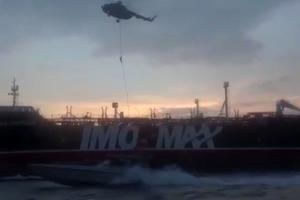 Images extraites d'une vidéo diffusée parle site Sepah News, montrant des membres ducorps des pasdarans, ou gardiensde la révolution, se préparant, vendredi, à monter àbord du pétrolier  <i>Stena Impero</i>.