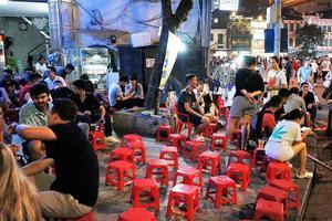 Le typique bar-restaurant de rue hanoïen.
