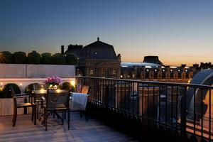 Au Grand Hôtel duPalaisRoyal (I <sup>er</sup>), c'estterrasse avec vue.