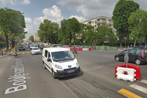 Le carrefour entre le boulevard Bineau et le boulevard de la Saussaye, à Neuilly-sur-Seine (Hauts-de-Seine), où sera installé un feu pour piétons avec décompte.