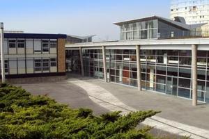 Le lycée Alfred Nobel de Clichy sous bois a un partenariat avec Sciences Po Paris.