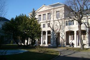 L'université est rattachée à l'Institut de la Communication (ICOM). Wikicommons/©François Obada