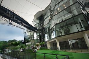L'université Lassalle: spécialisée dans l'art contemporain jusque dans son architecture. ©FlickR-WilliamCho