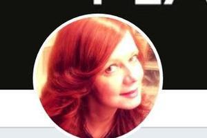 Le FlahTweet d'Emanuelle Leneuf est suivi par 68 000 followers.
