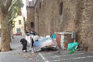 Des SDF aux portes du Vatican.