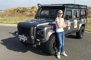 Laura Vasilescu et son véhicule tout terrain.