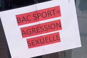 Affiche placardée sur les murs du lycée Kernanec par la lycéenne agressée