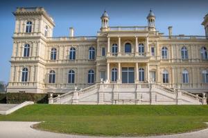 Le château de Ferrières légué par la famille Rothschild accueille un centre de formation.