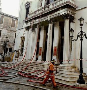 Le célèbre édifice a été reconstruit deux fois après deux incendies en 1836 et 1996.