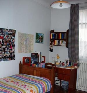 Une chambre du foyer réservé aux filles.
