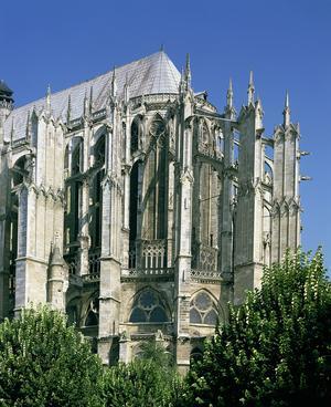 À Beauvais, seul le chœur, le transept et une travée de la nef sont achevés.
