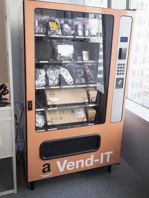 Le distributeur automatique d'accessoires informatiques d'AWS. <br/>