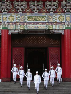 Relève de la garde au temple des Martyrs de Taipei, monument à la gloire des soldats et civils tombés pour la patrie et face au communisme.