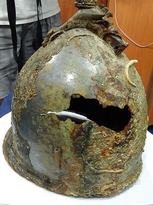 Un casque que les archéologues imaginent être celui de l'un des généraux en présence.