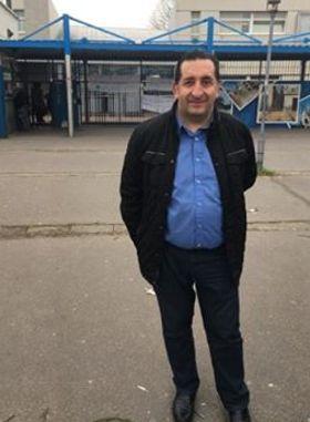Azzedine Taïbi, le maire de Stains soutient la mobilisation des parents d'élèves et professeurs.