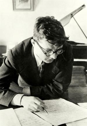 Malgré le succès de son oeuvre à sa création, Dmitri Chostakovitch fut accusé de formalisme bourgeois et de «pornophonie».
