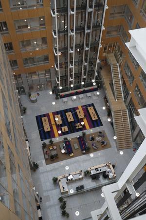 Le hall de Wework au 198, avenue de France. Vertigineux.