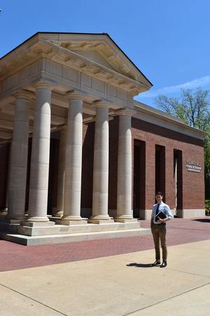 Hugo a pu partir à l'Université du Mississippi aux États-Unis.