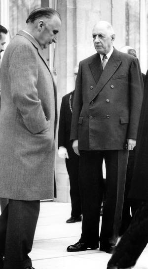 Georges Pompidou et Charles de Gaulle, sur le perron de l' Elysée, le 10 février 1968.