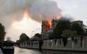 Choc à travers le monde après l'incendie à Notre-Dame de Paris