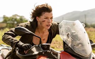 La doublure de Milla Jovovich porte plainte après avoir perdu son bras sur un tournage